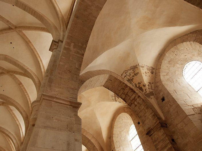 Abbaye de Noirlac, Berry Province, France – Image: 3948 Vaulted Transept Ceiling Detail, Interior.
