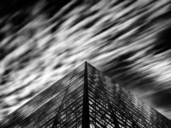 Louvre, Paris, France - Image: BW 1280 Louvre Pyramid. Architect Ieoh Ming Pei,- I. M. Pei, Long Exposure Black & White