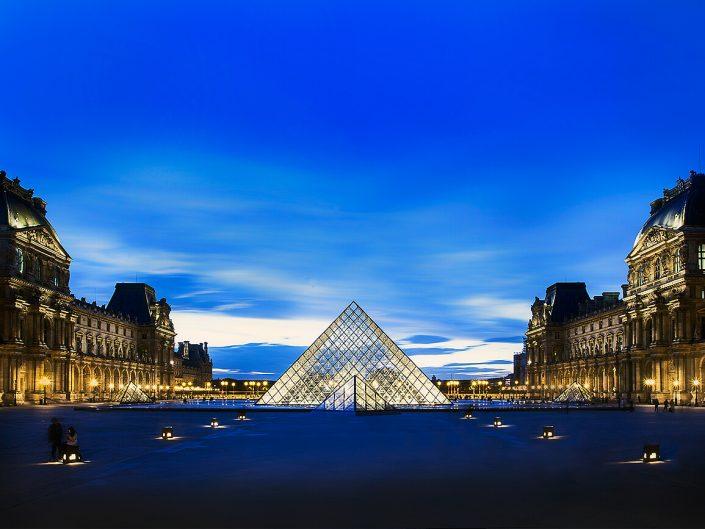 Louvre, Paris, France - Image: 1309 Colour Louvre Pyramid. Architect Ieoh Ming Pei,- I. M. Pei, Sunset Long Exposure, Central Court Yard